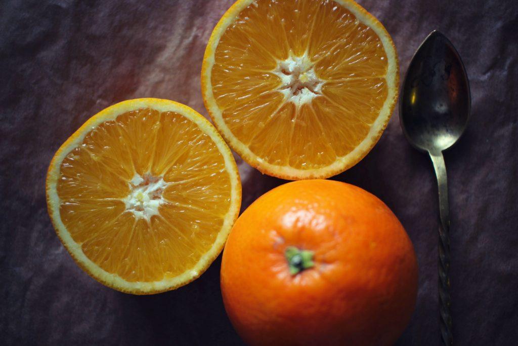 dans-quel-sens-couper-une-orange-en-2-jus-orange-bases-cuisine-3