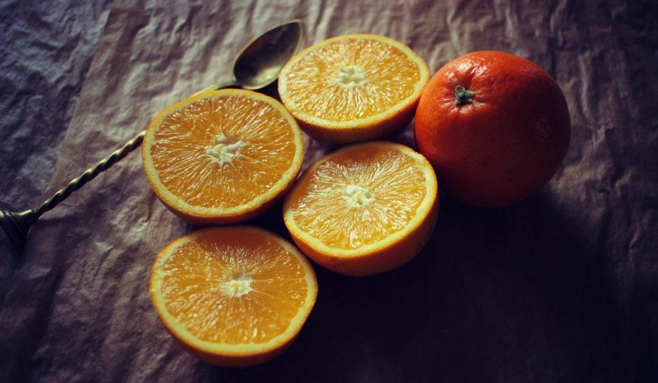 dans-quel-sens-couper-une-orange-en-2-jus-orange-bases-cuisine